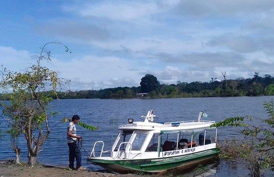 Rorainopolis, RR: Daniel, pilot of the speedboat Ariranha