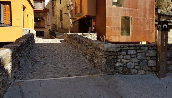 Escaldes-Engordany, Andorra: El puente desde arriba