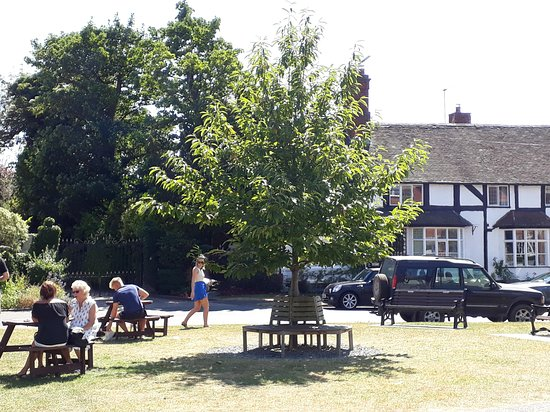 Tanworth in Arden, UK: Enjoy the lovely village green