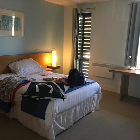 Roffey Park Institute, Hotels in Horsham
