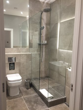Upton St Leonards, UK: Lovely wc/shower room