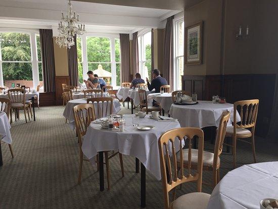 Hatton Court Hotel: Breakfast room