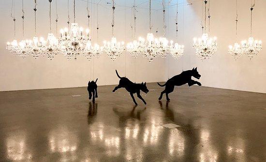 Titirangi, Neuseeland: Dark Horizons Exhibition - July 2018. The Dogs by Abdul-Abdullah Rahman