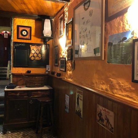 O'Luain's Irish Pub: photo1.jpg