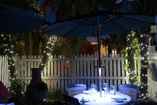 Michaels Restaurant: Dining in the garden