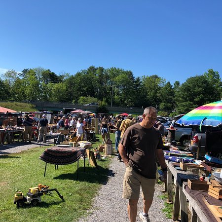 Woolwich, ME: Treasure hunting at the Montsweag Flea Market