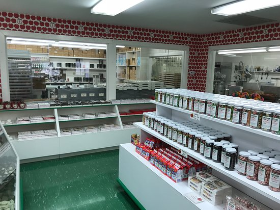 candy factory at the apple barn picture of the apple barn cider rh tripadvisor com