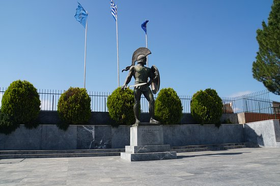 Leonidas Monument: Just a statue here