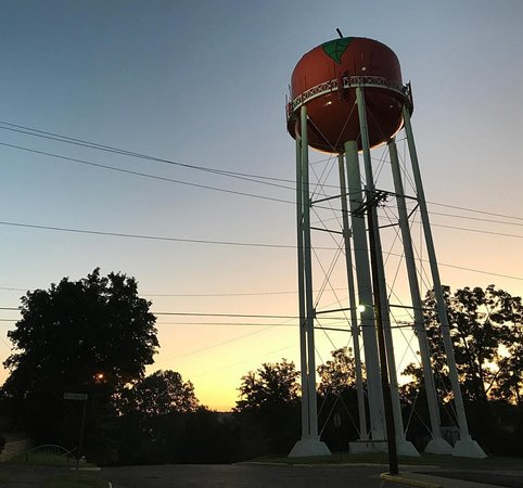 Jackson, OH: Sunrise view of the Apple Tower.