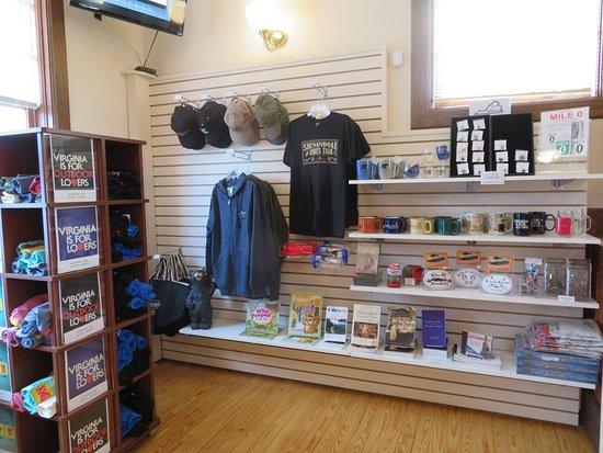 Front Royal Visitors Center: Place to buy souvenirs