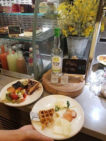 Leonardo Boutique Jerusalem: Booze for Breakfast?! Well yes!