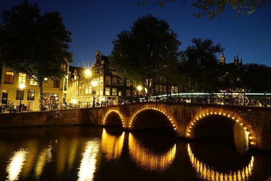 Emperor's Canal (Keizersgracht): 為了拍夜景半夜十二點還蹲在橋邊嚇人