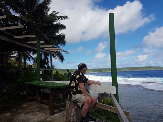 Tamakautoga, Niue: Waiting for someone to take his order!