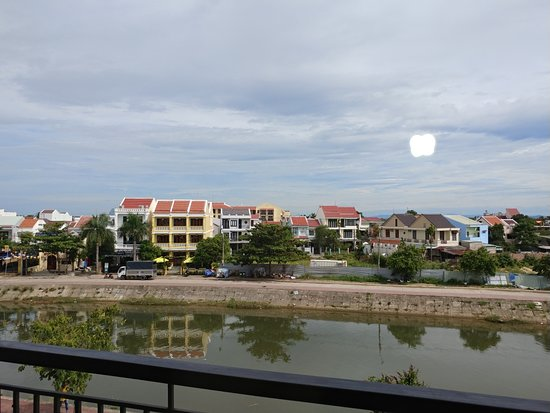 Laluna Hoi An Riverside Hotel & Spa: river view from the room