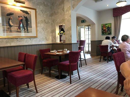 Bradwell, UK: Jack Vettriano---no!!!!!!!