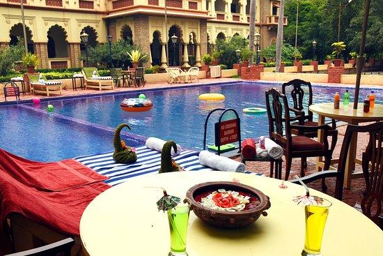 Sandur, Индия: Swimming Pool View