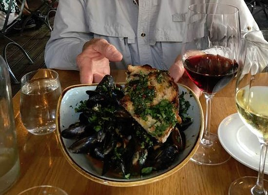 Campo de Fiori: Mussels with fantastic crusty bread