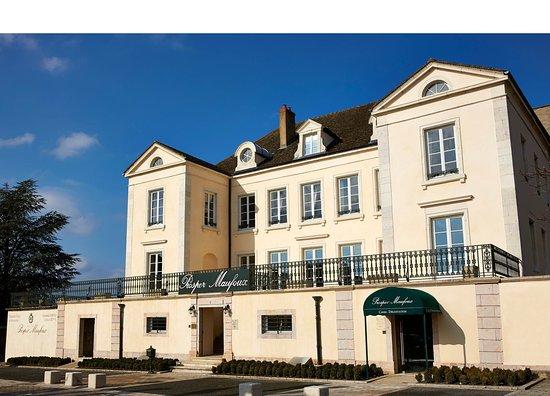Santenay, Frankrike: Prosper Maufoux grands vins et grands crus de Bourgogne