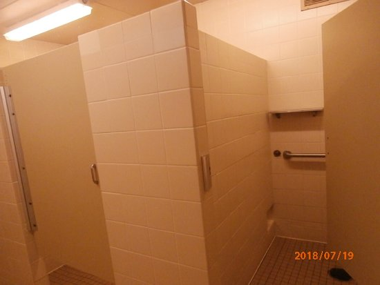 shower stalls w a/c - Picture of Dam West Campground, Carlyle ...