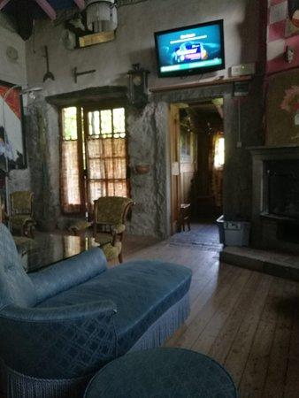 Dossena, Italien: salottino della tv