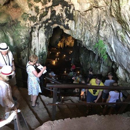 Melidoni, Griekenland: Magnifique grotte, chargée d'histoire ! Attention sol glissant