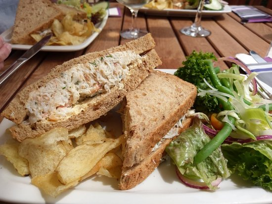 Le Gouffre Cafe and Restaurant: Best crab sarnies EVER.  Really fast service, which was amazing as we were on whistle-stop tour