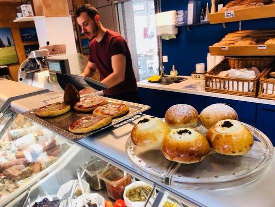 Langen, Jerman: Selbstgemachte pizzette, Arancini, Brioche und vieles mehr. Hier is für jeden Geschmack etwas da