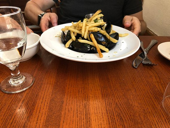 The Red House Restaurant: moules frites