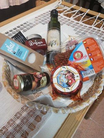 La Oliva, Spain: Gastronomía fuerteventura, queso de cabra, mojos, mermeladas , aceite de oliva etc...