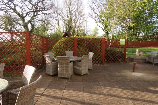 Redhill, UK: Relaxing outdoor area