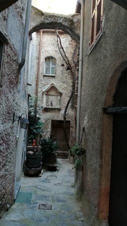 Zuccarello, Italien: una viuzza caratteristica