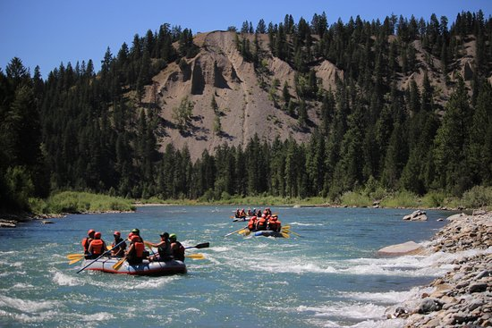 Canyon Raft Company: Enjoying the relaxing river and country side