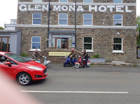 Glen Mona Hotel & Country Pub