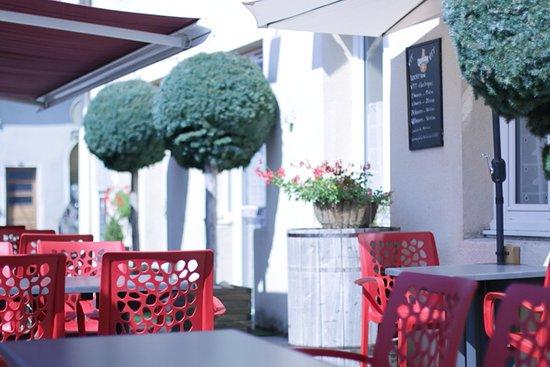 Vue du restaurant le Galoupet à Cernon dans le jura