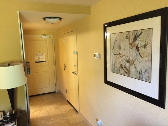 Hampton Inn & Suites Prattville: Entryway as seen from bedroom.