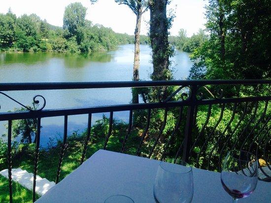 Sainte-Livrade-sur-Lot, France: La vue depuis notre table