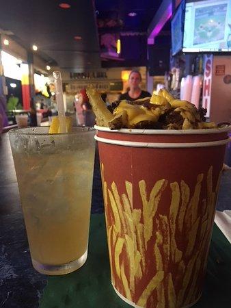 Boardwalk Hotel Charlee & Beach House Rentals: Drinks and Boardwalk Fries