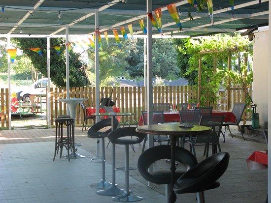 400 m2 de terrasse ombrager a coter de la piscine de 18 ml - Picture ...