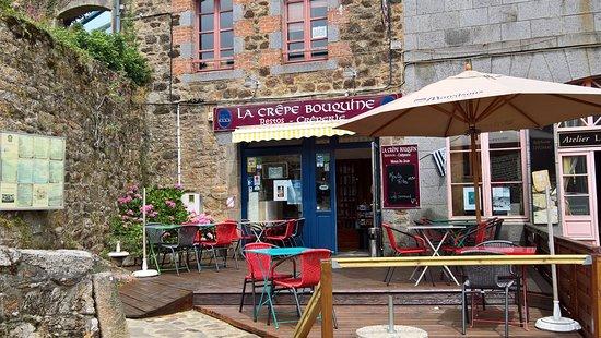 Becherel, France: La crêpe bouquine
