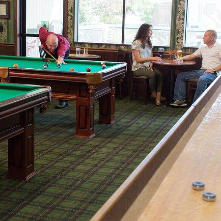 Rogue Regency Inn: Free pool in Chadwicks