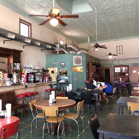Cameron, TX: A lovely retroplace with friendly staff! Also wi-fi