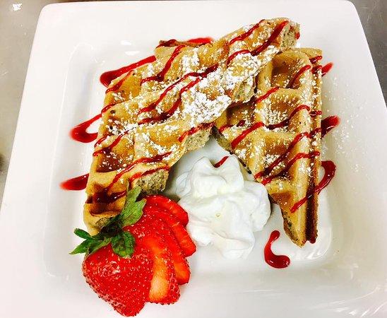 Cedar Rock Inn: Strawberry waffles
