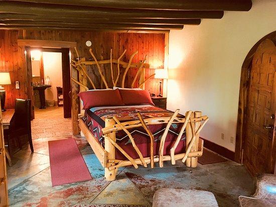 Cedar Rock Inn: Cedar Suite, our most rustic suite with a cedar sauna and a two person shower.