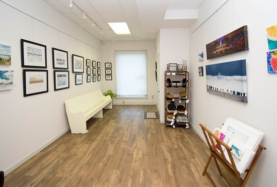 Lakewood, NY: Chautauqua Art Gallery Interior
