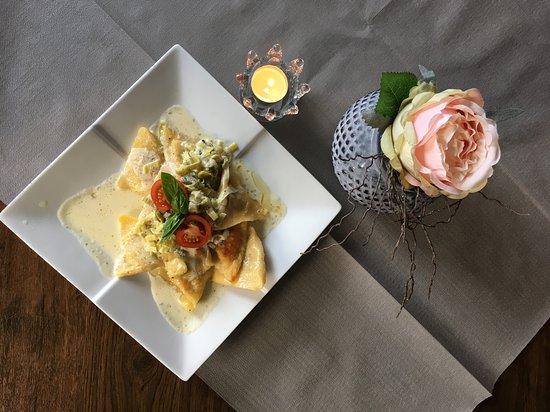 Jüterbog, Deutschland: Pasta gefüllt mit Pfifferlingen, Gorgonzolasauce und Parmesan