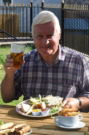 Chatburn, UK: really enjoyable Ploughman's in the Brown Cow's lovely beer garden