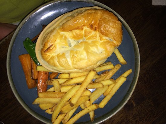 The Ship Inn: Steak Pie & Chips