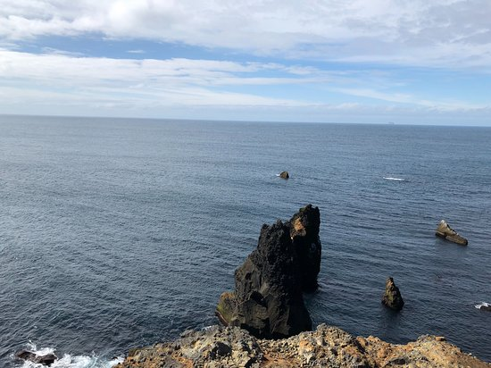 Reykjanesbaer, ไอซ์แลนด์: view from the hill adjacent to the lighthouse
