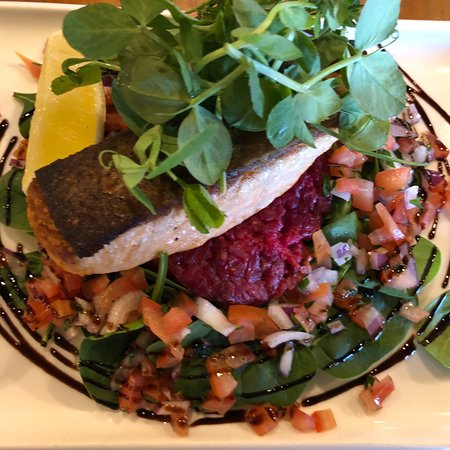 Biggera Waters, Australia: Crispy skin salmon w/ infused beetroot,feta cheese,walnuts risotto cake,spinach topped  w/ tomat
