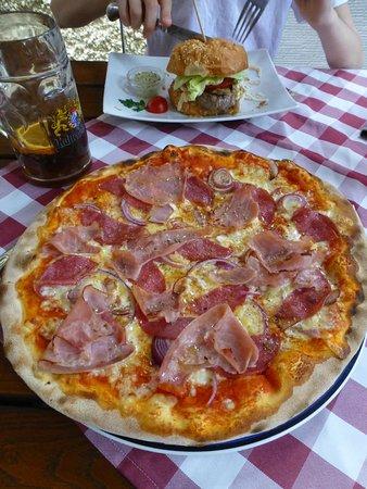 Stadtbergen, Germany: Pizza